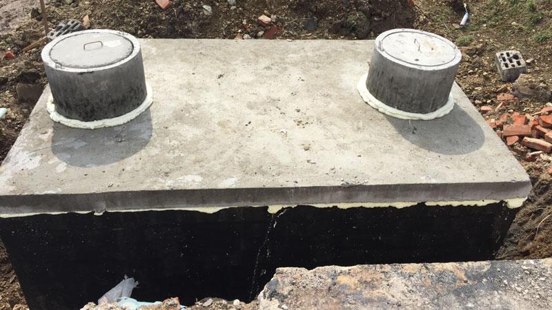 Septik připraven na připojení potrubí
