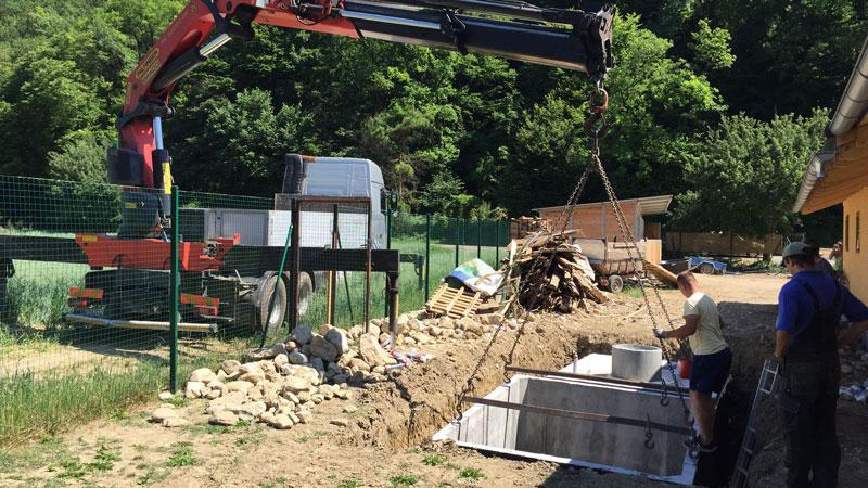 Montáž betonové jímky v Brně