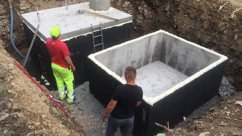 Montáž betonových jímek v Hradci Králové