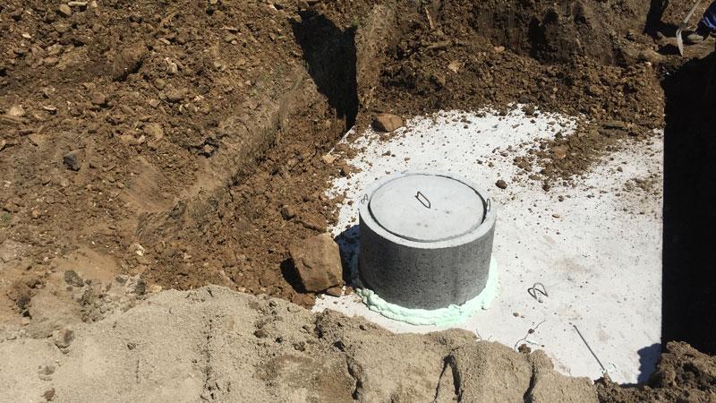 Montáž betonové jímky v Pardubicích